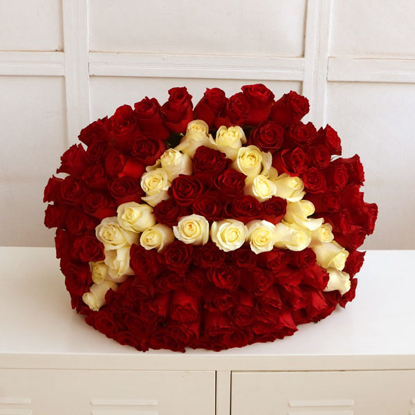 Bouquet of red roses with a letter (100 rose)