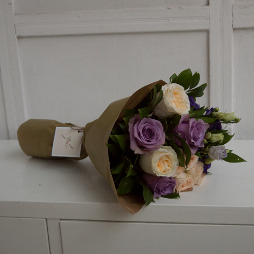 A bouquet of violet and creme roses