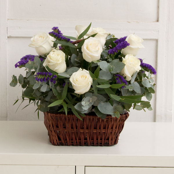 White roses in a basket with limonium (10 pcs.)