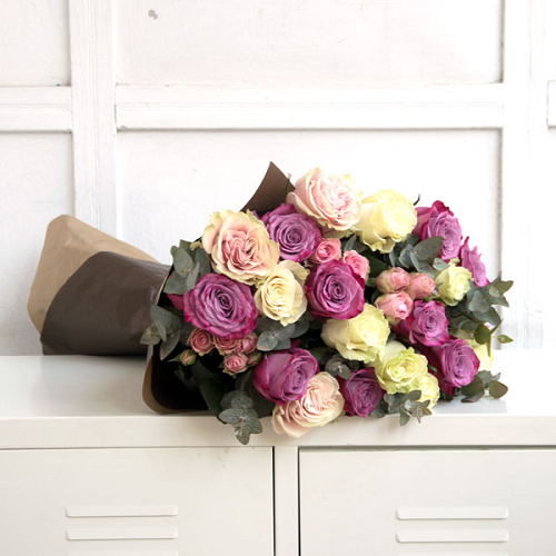 Bouquet of roses in pink and violete