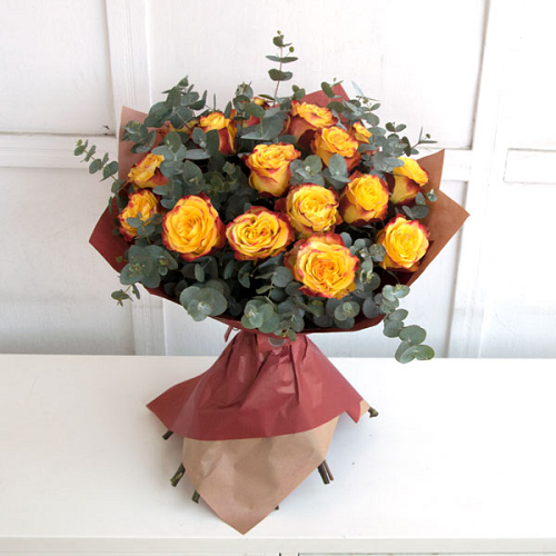 Bouquet of yellow roses with a gradient