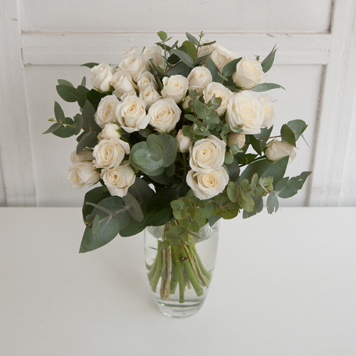 White spray roses with eucalyptus (10 pc.)